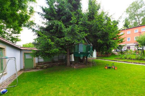 Garten / Wiese mit Spielplatz