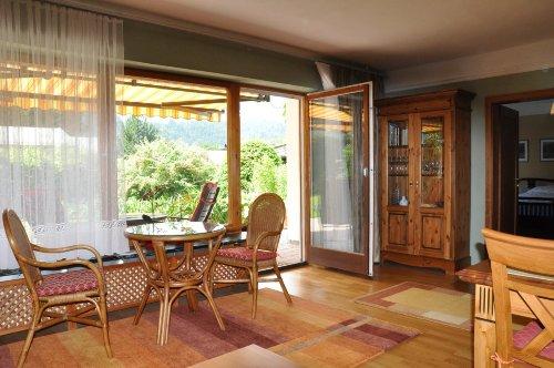 Mit Blick auf Terrasse,Garten,Wald+Berge