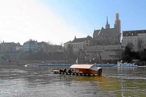 Rheinfähre zum Basler Münster