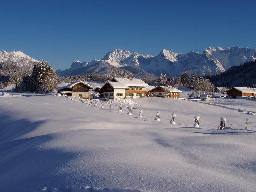 Unser Haus im Winter vor dem Karwendel
