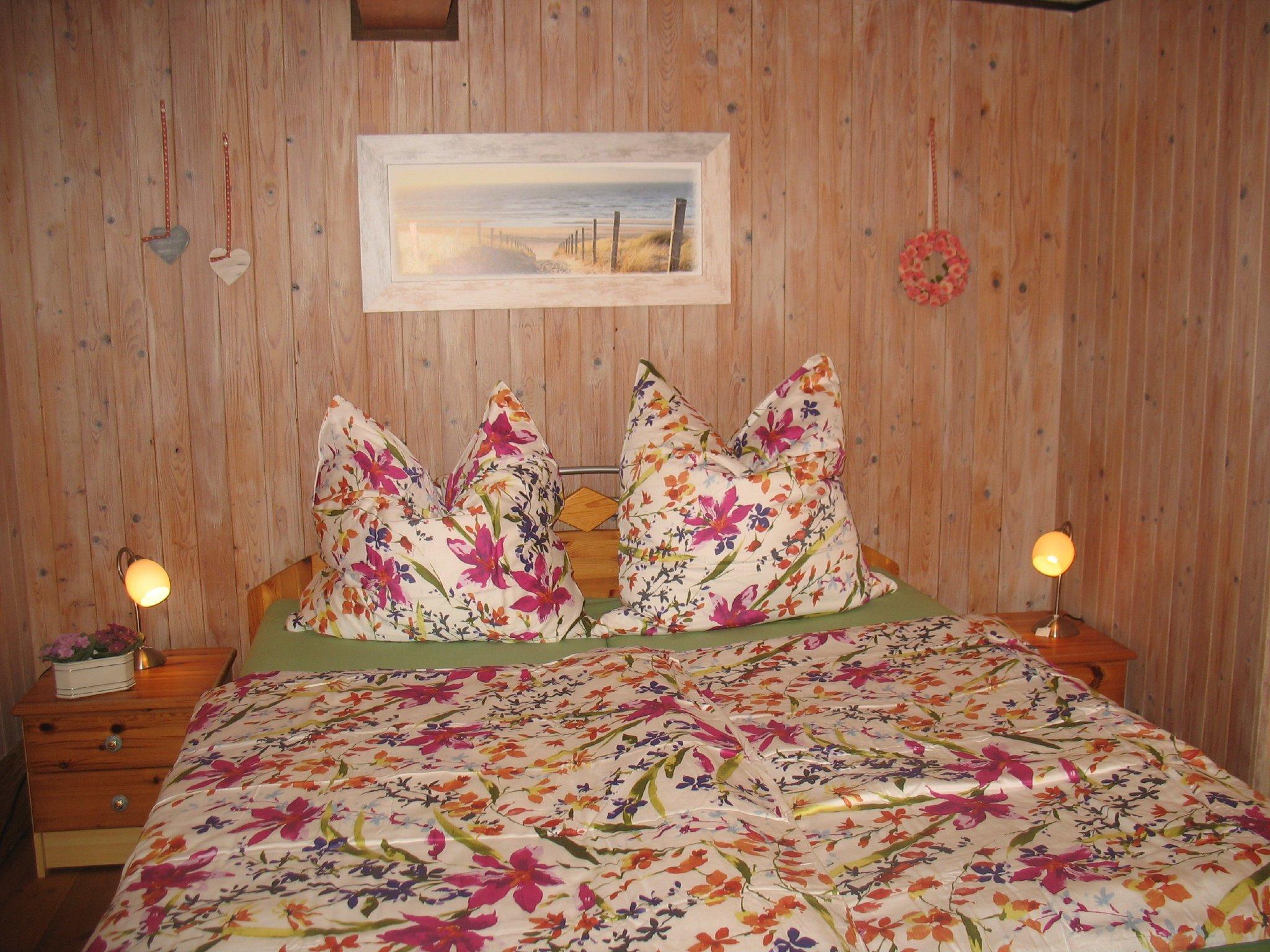 """Kinderzimmer mit """"großem"""" Bett"""