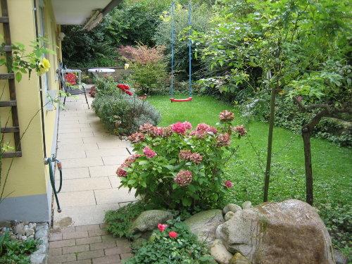 Garten mit Quellstein
