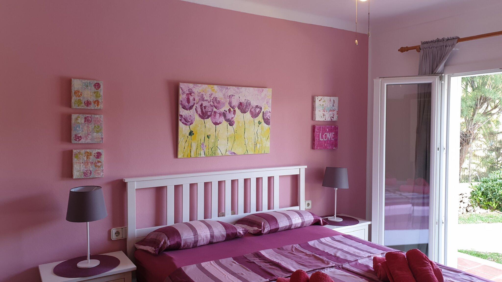 Wohnzimmer mit Kamin, Flat-TV, Hifi
