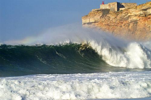 unglaubliche Wellen in Nazare