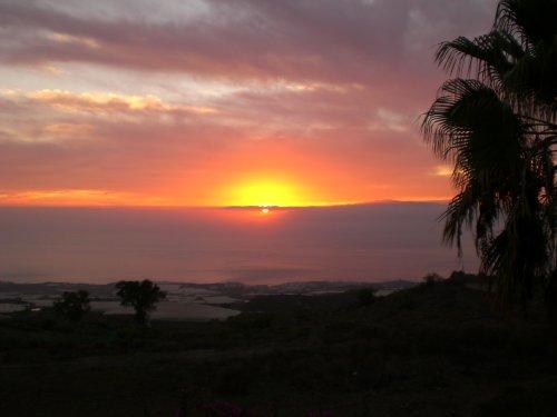 Blick von San Juan auf La Gomera