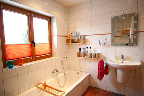 Vollbad mit Fu�bodenheizung und Dusche