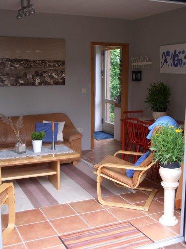 Der Blick vom Wohnzimmer zur Eingangstür
