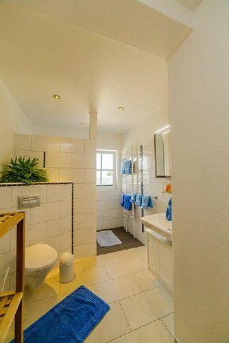 Taube Bad mit gro�er Dusche