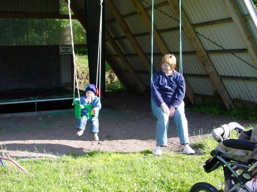 Spielhaus mit Trampolin