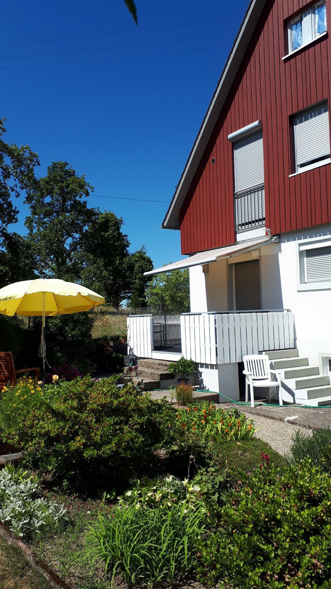 Haus-Rückseite mit Garten
