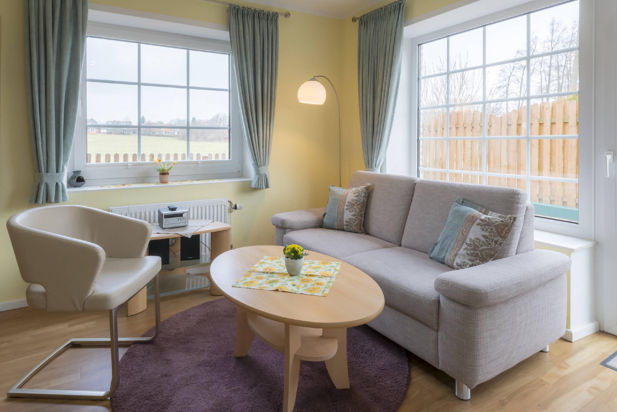 """Wohnzimmer Wohnung """"B"""" und Terrasse"""