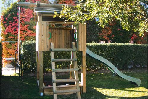 1200 qm Garten mit Spielturm