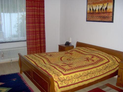 Das gro�e Schlafzimmer in Wohnung 1