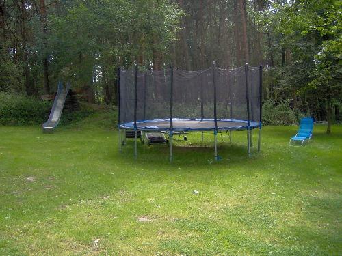 Viel Platz im gro�en Garten und dem Wald