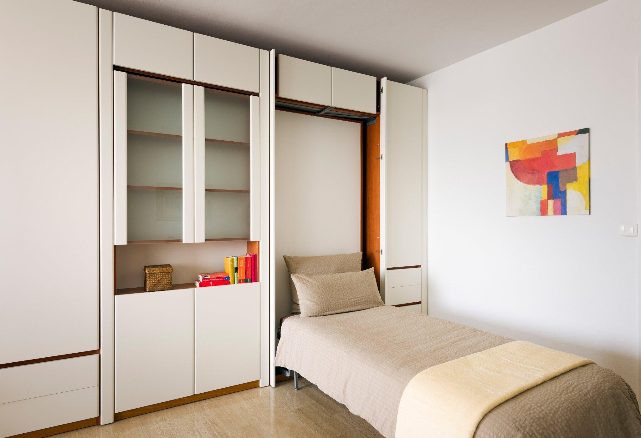 Schrankbett im Wohnzimmer (gute Matratze