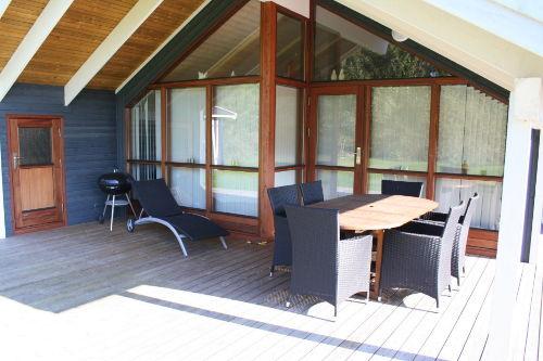 Die Überdachte Terrasse mit Kugelgrill