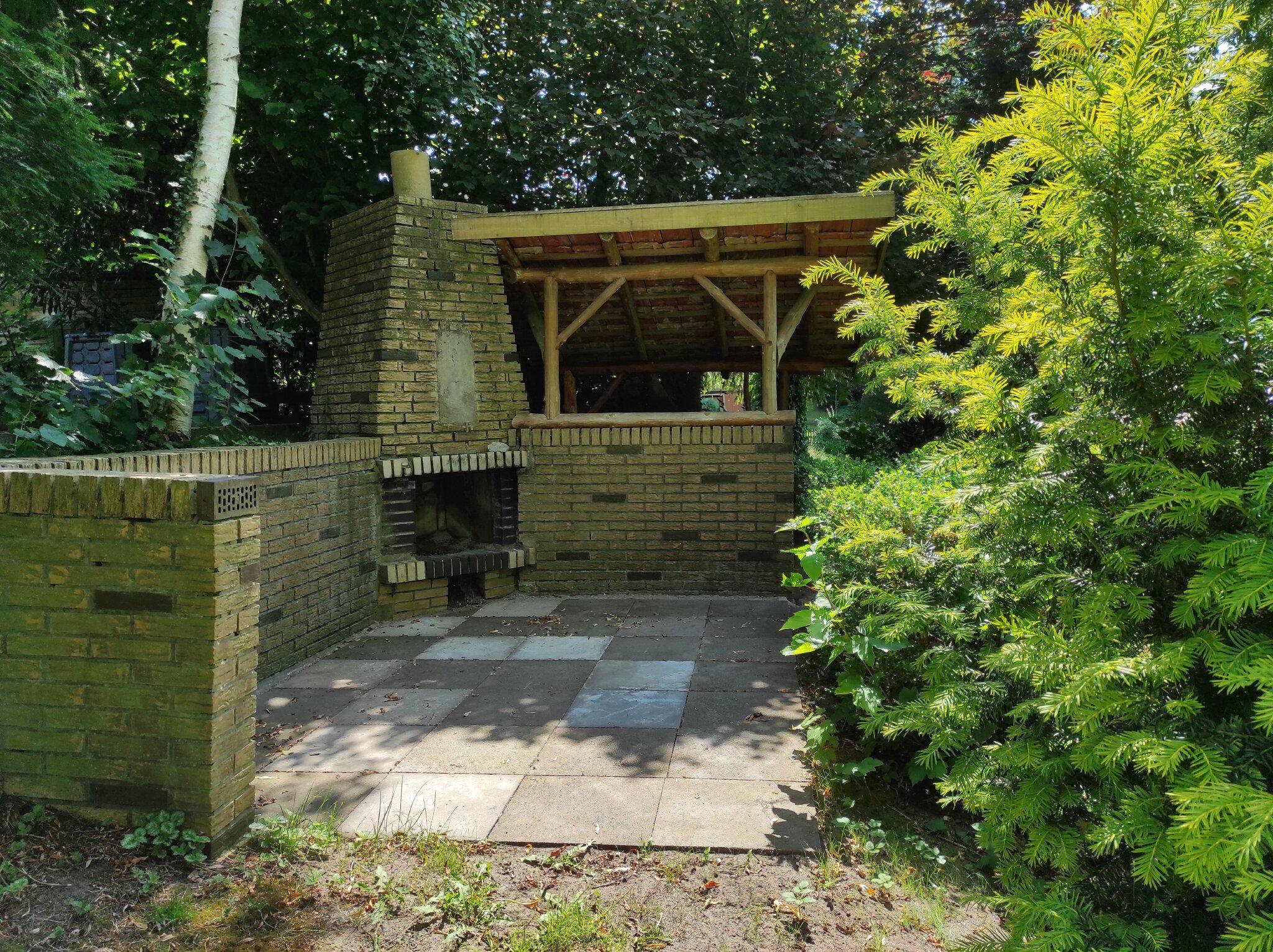 Feuerstelle und Gartenterrasse