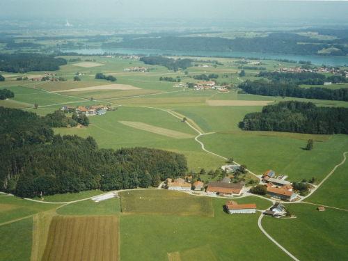 Luftaufnahme auf Haunerting und dem See