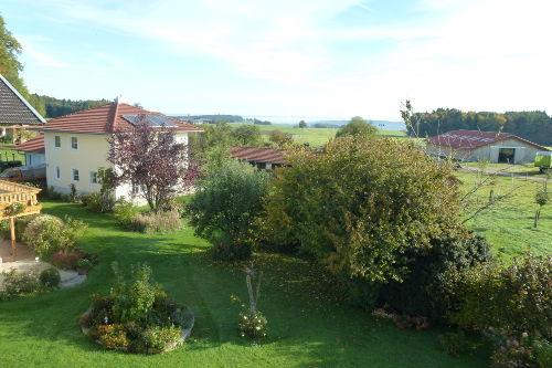 Blick vom Balkon auf die Gartenanlage