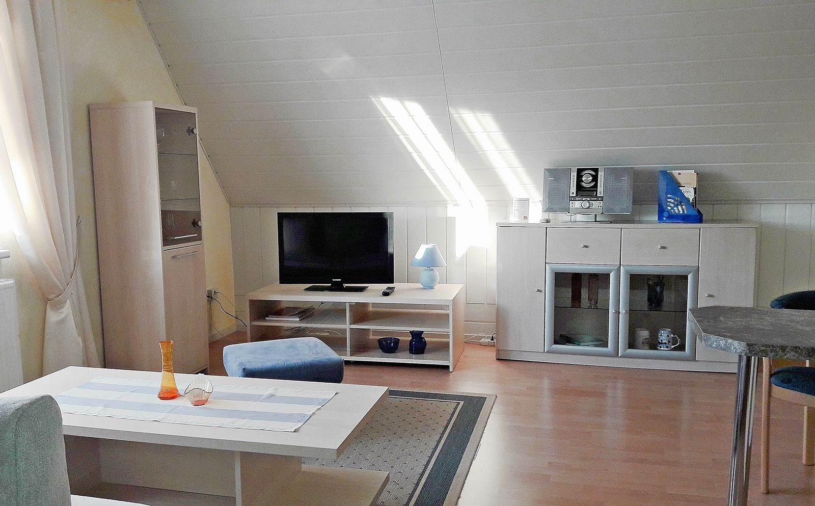 Wohnzimmer mit offener K�che