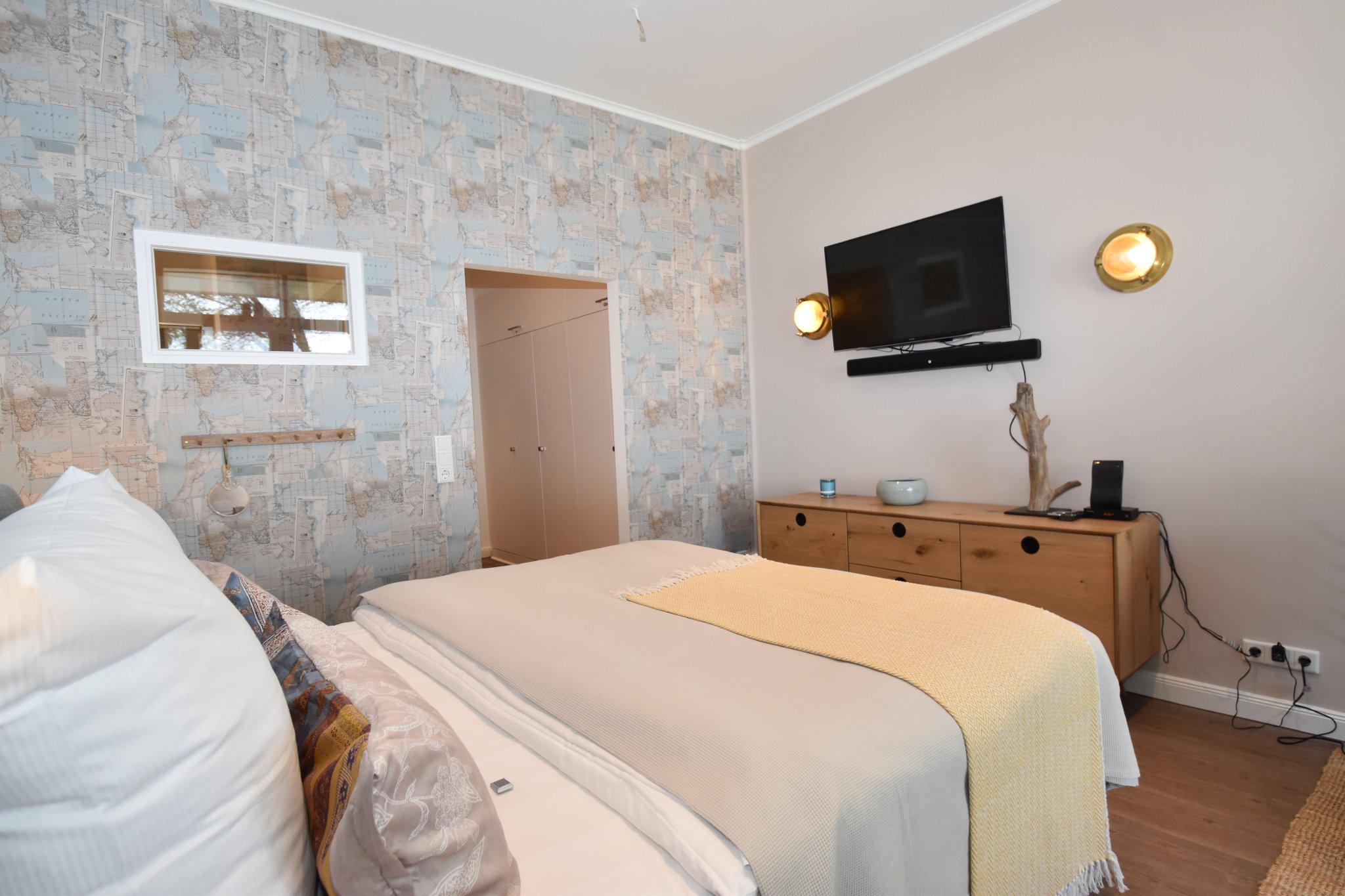 Großes Doppelbett (2m x 2m)