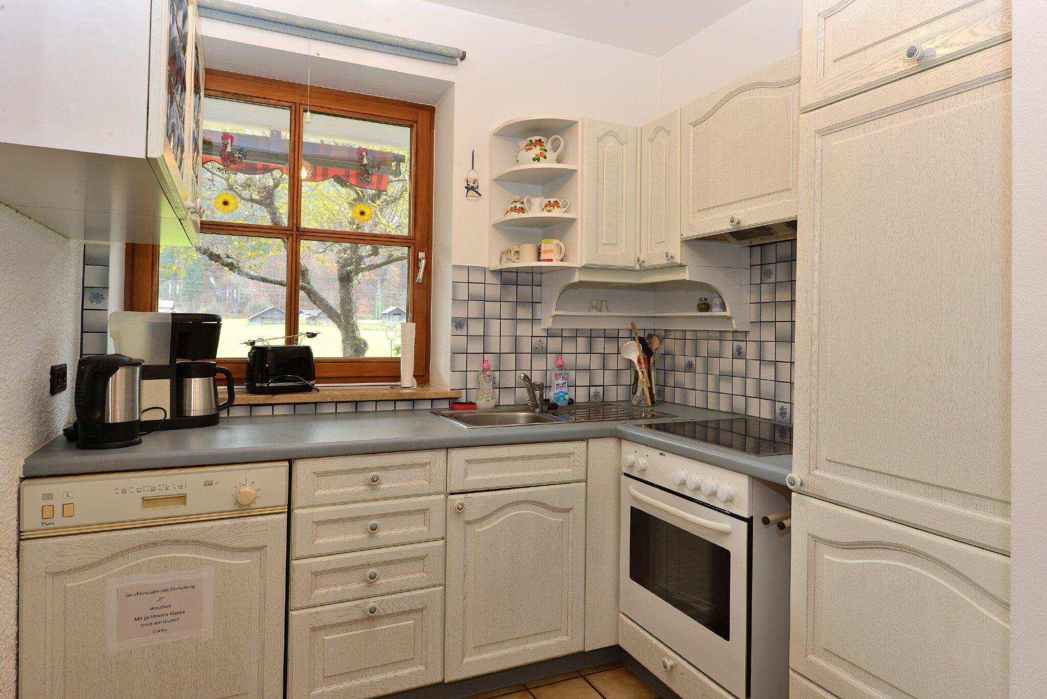 Küche mit Herd,Kühlschrank und Spülmasch