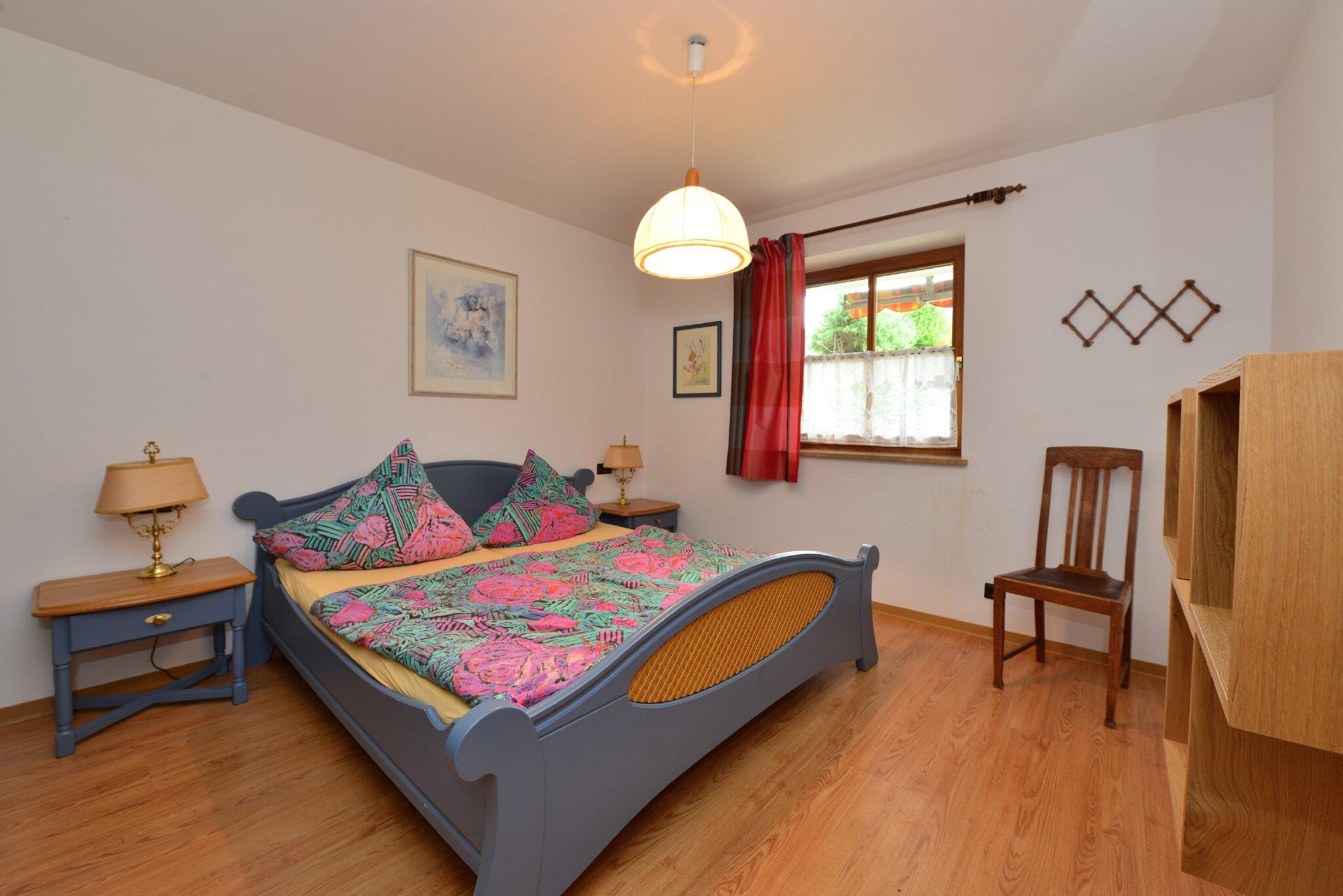 Doppelschrankbett im Wohnzimmer