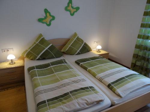 Schlafzimmer (Betten 2,00 x 1,80m)