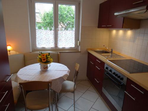 Küche mit kleiner Eckbank