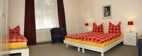 großes Schlafzimmer II für 3 Personen