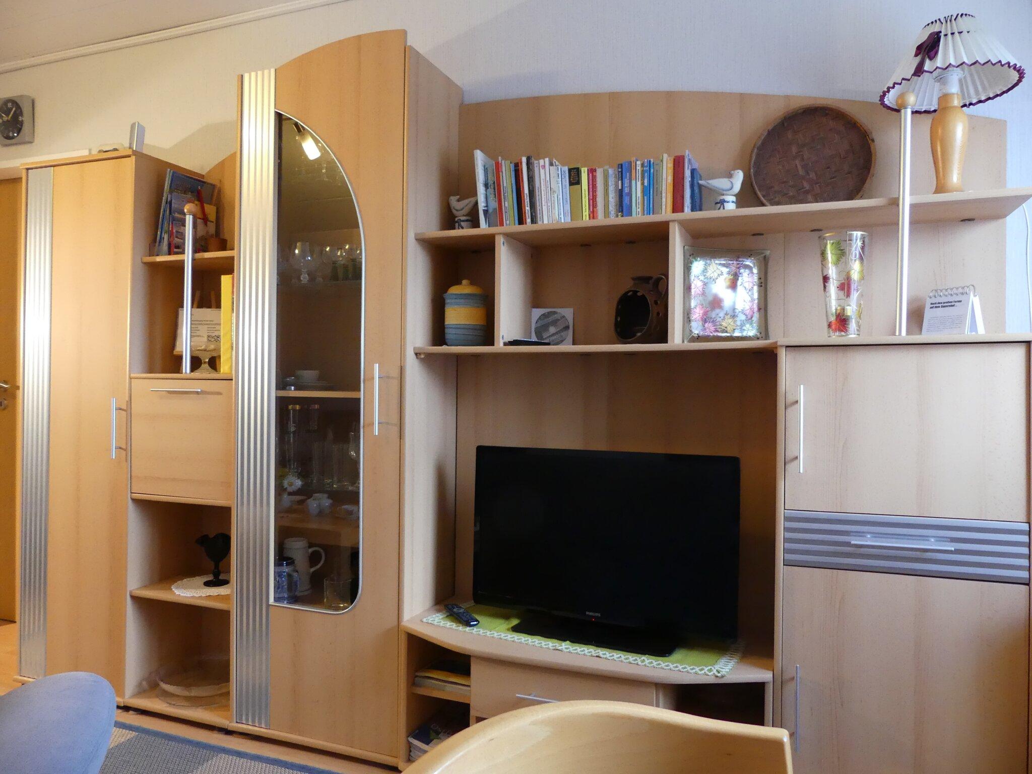 Wohnzimmer mit neuer Garnitur und Tisch