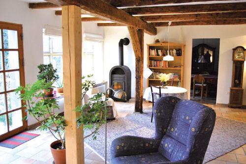 Der offene Wohnbereich mit Kaminofen