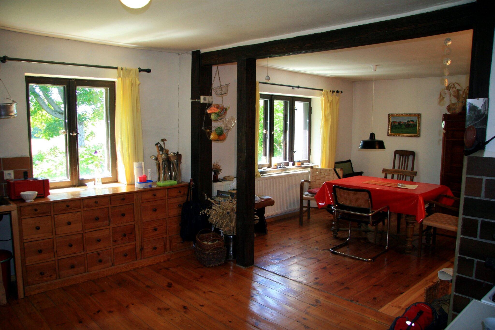 Wohnküche, Tisch ausziehbar für 10 P.