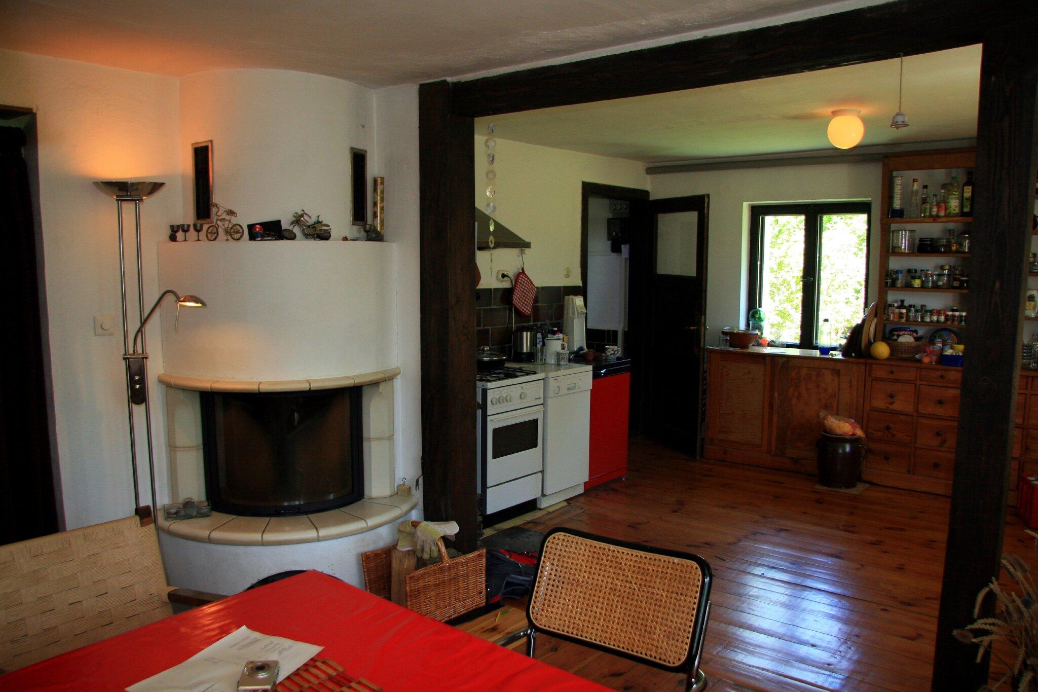 Wohn- und Essbereich mit Kamin