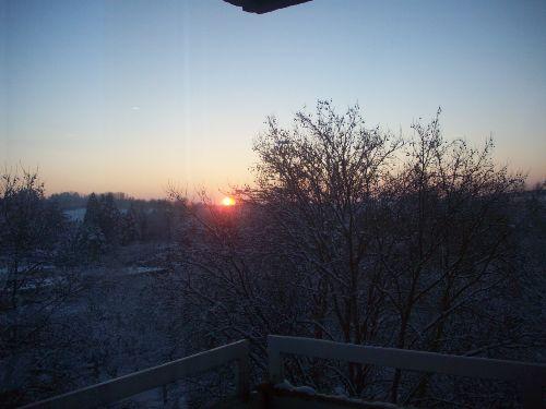 Sonnenuntergang vom Balkon im Winter