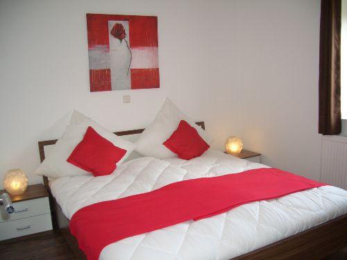 Schlafzimmer (Bett 1,8 x 2,0 m)