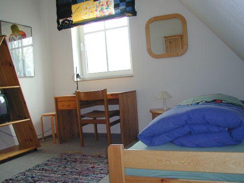 Kinderzimmer mit einem Bett
