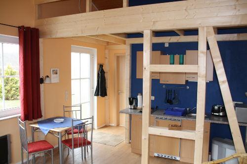 Wohnraum mit K�che und Schlafboden
