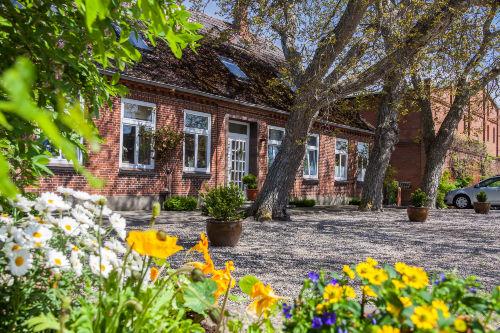 Das Ehrwürdige Bauernhaus mit Scheune
