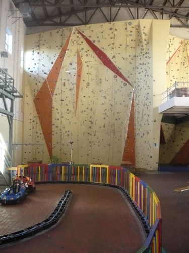13m Kletterwand im Indoorpark