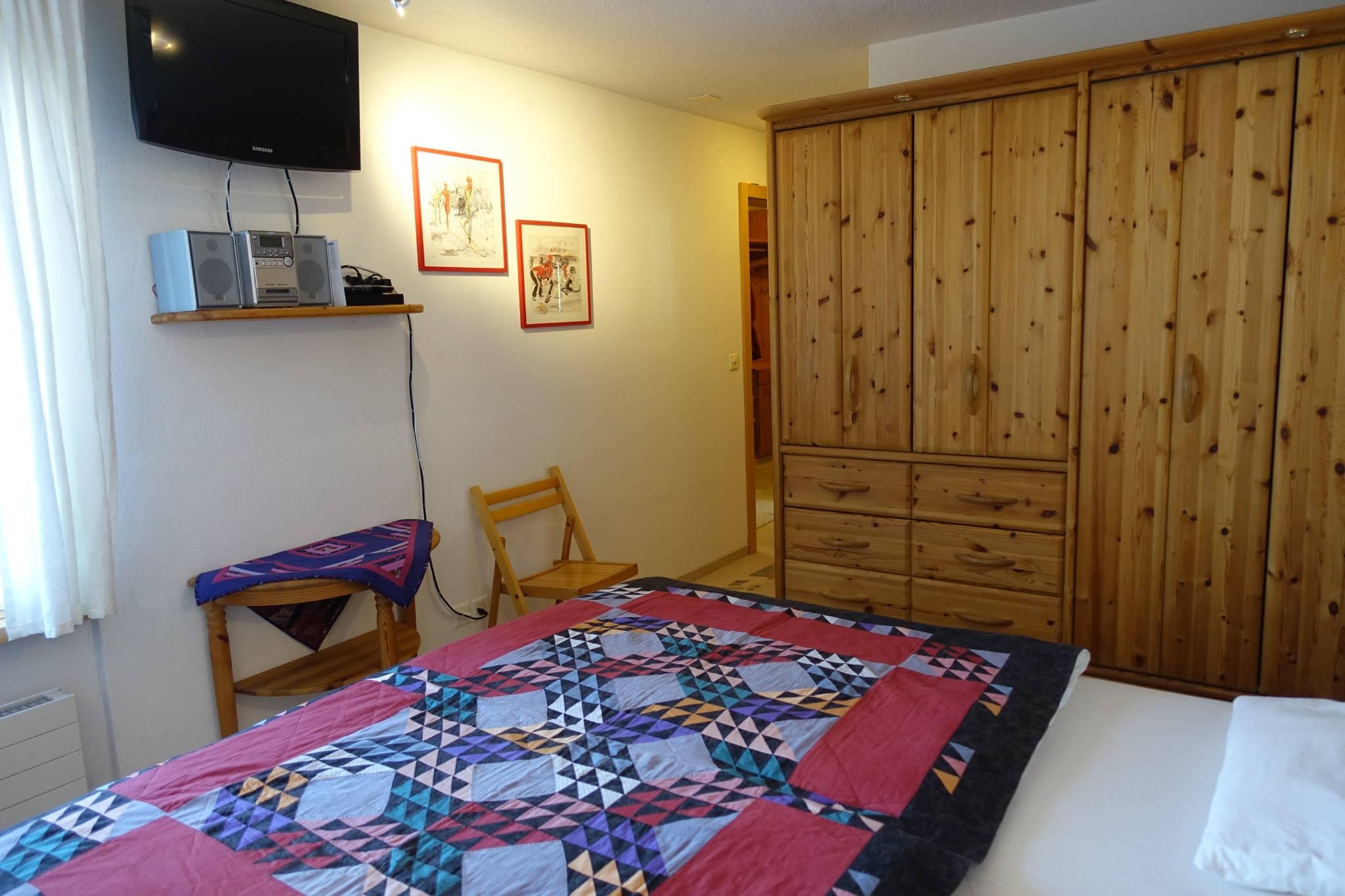 2. Schlafzimmer Teilansicht rechts