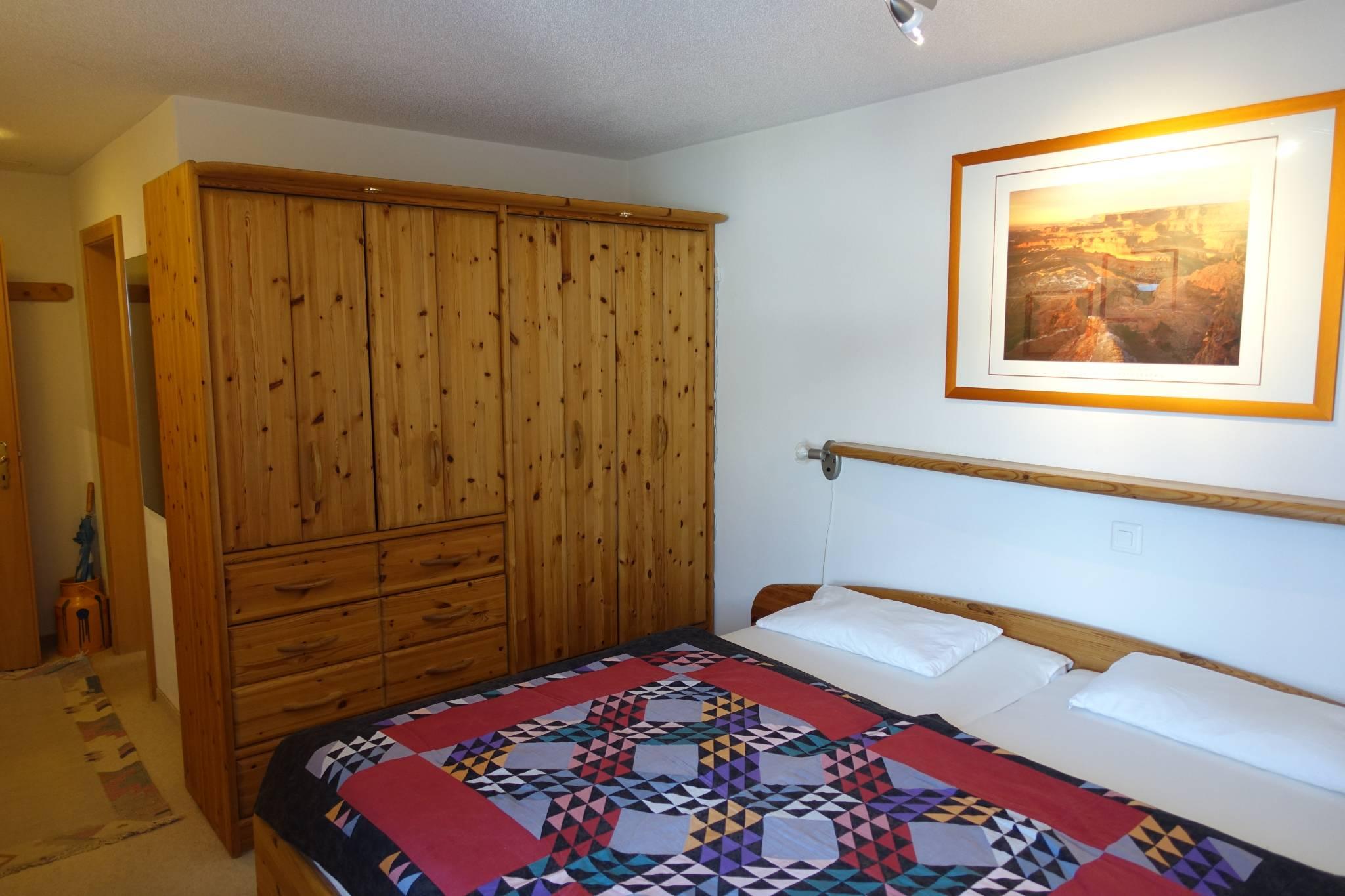 2. Schlafzimmer Teilansicht links