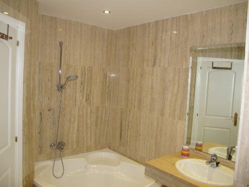 Gr. Badezi. mit Badewanne, 2 Waschb.&WC