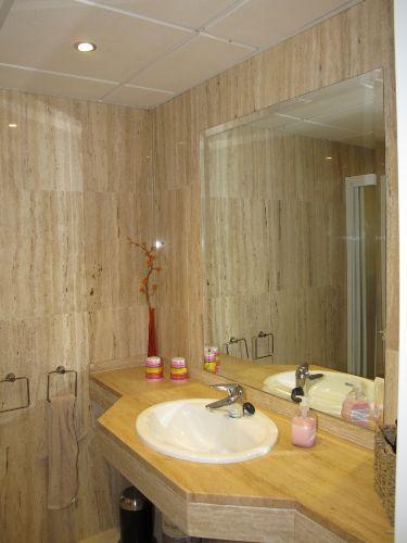 Gästebadezimmer mit Dusche und WC
