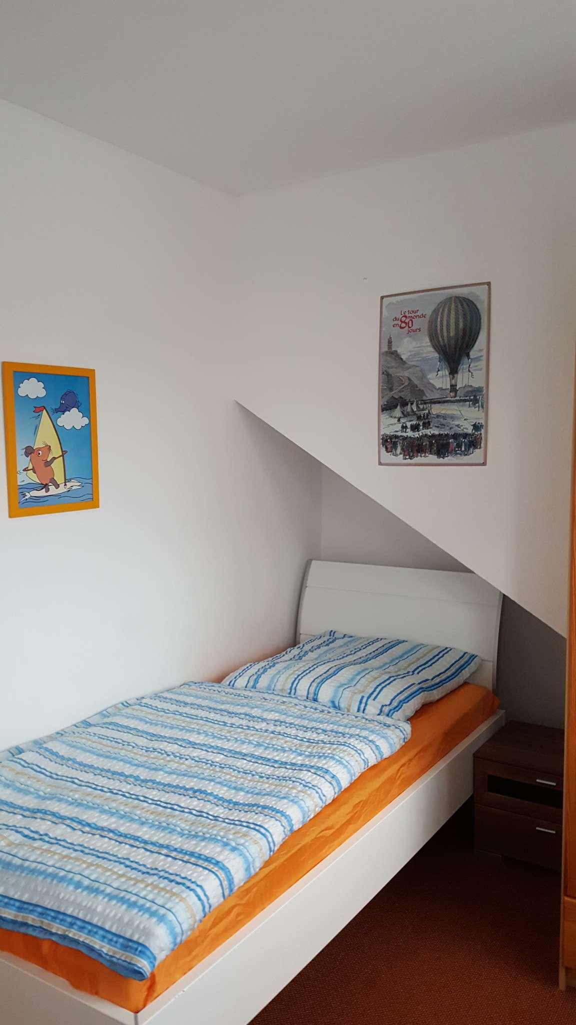 Schlafzimmer mit 2 EB u. Fernseher