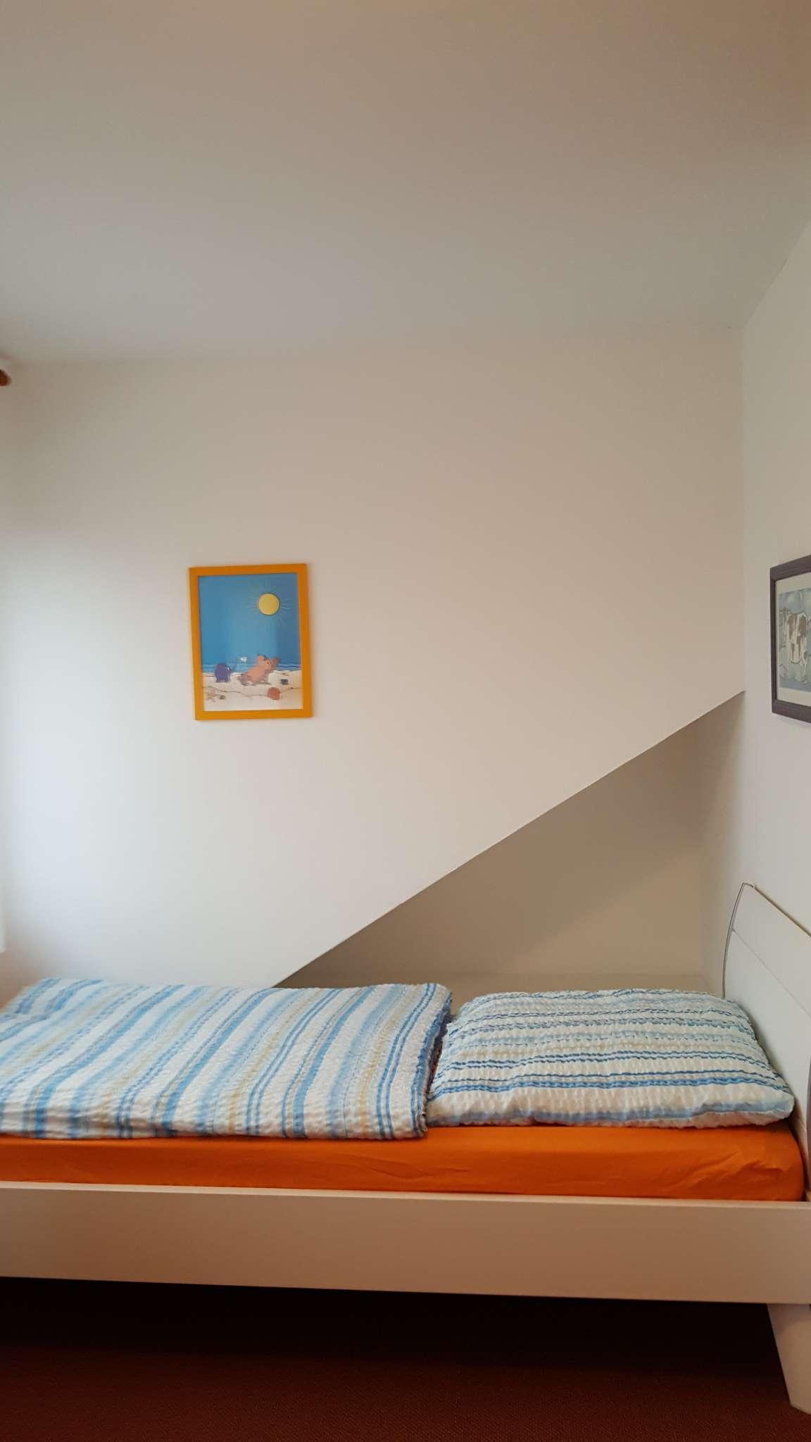 Schlafzimmer mit 2 EB mit Fernseher