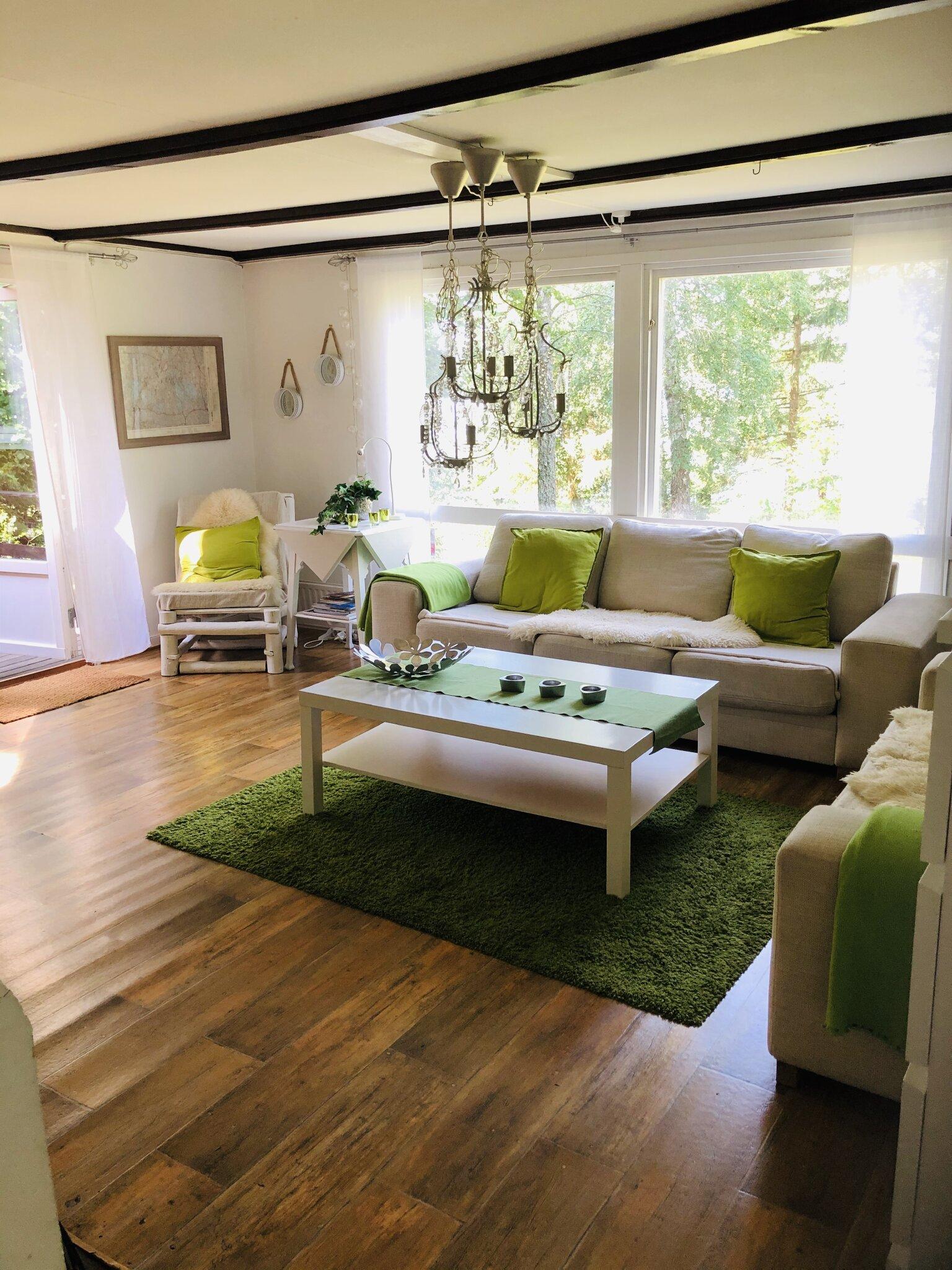 Wohnzimmer mit einer schönen Aussicht.