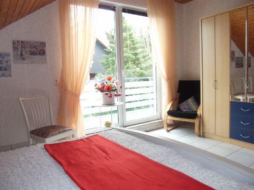 Schlafraum 1 mit Zugang zum Balkon