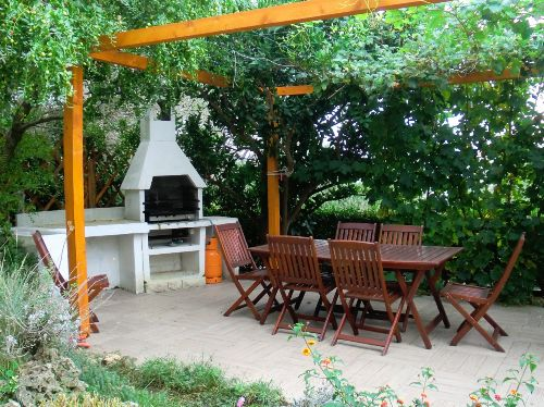 Apart Hanni, Grillplatz im Garten