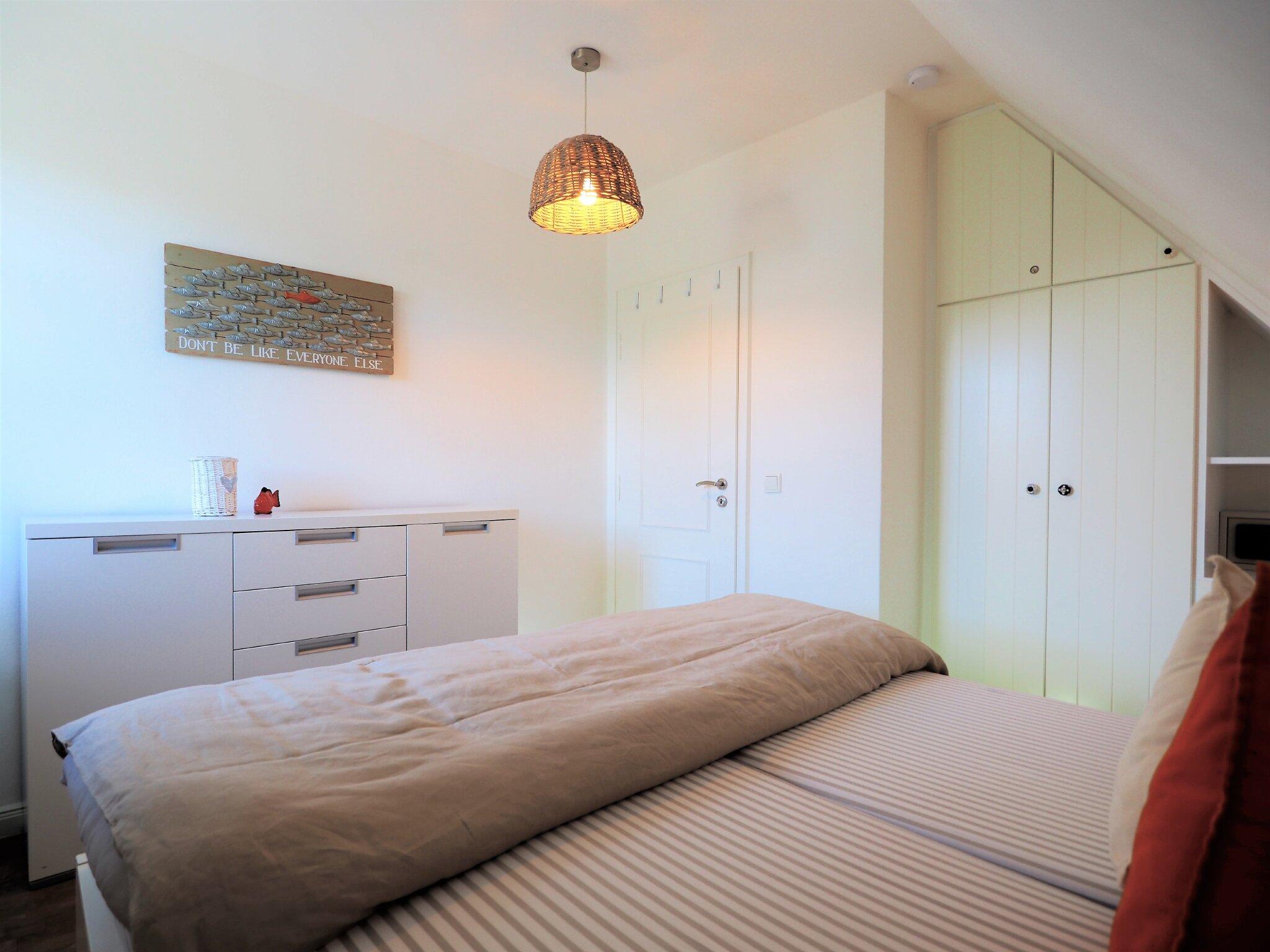 Doppelbett 180x200, Schrank, Kommode